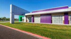 To establish a campus identity, the design team incorporates custom STC school colors in the building cladding.