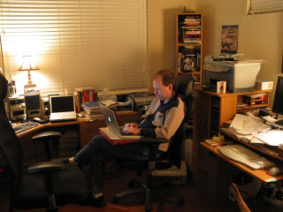 Lee blogging in Chris's study