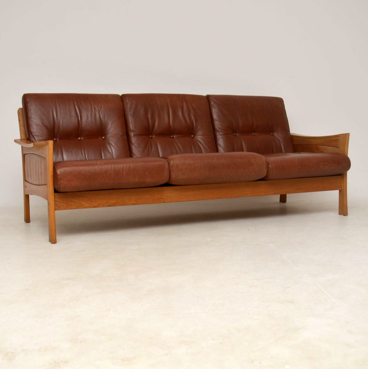 secondhand leather sofas 5022 polaris sectional sofa second hand brown danish