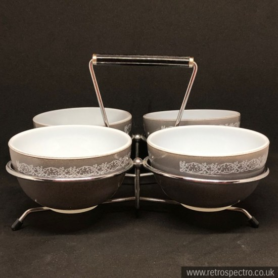 JAJ Pyrex Part Set In Classics Pattern