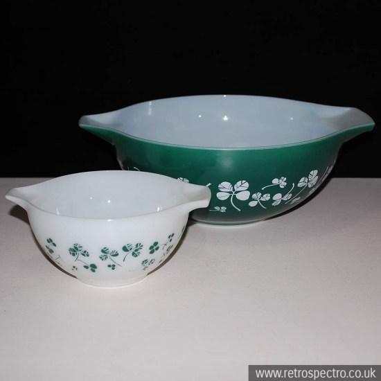 JAJ Pyrex Clover Leaf Bowl Set