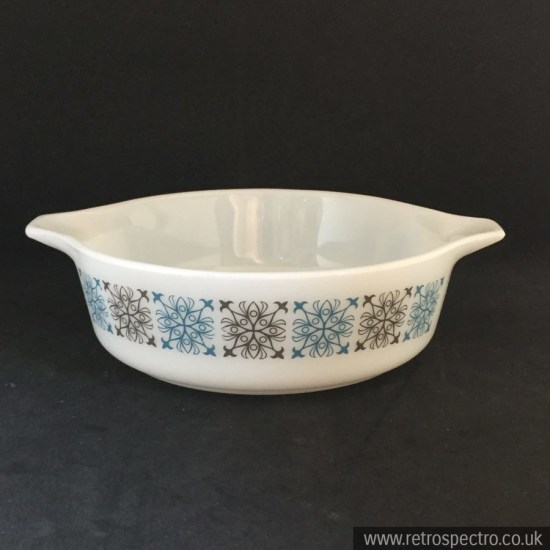 JAJ Pyrex Junior Spacesaver Casserole Chelsea pattern