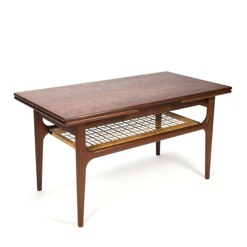Vintage Deense uitschuifbare salontafel met rieten detail