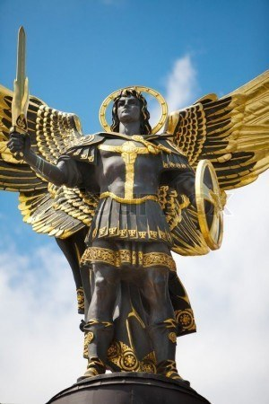 4223486-monument-of-angel-in-kiev-independence-square