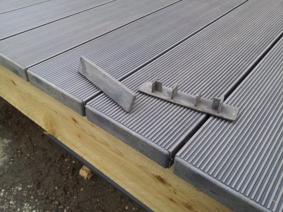 Terrasse Bois Composite Finition Terrasse Et Sol Exterieur Lame De Terrasse Via Castorama Fr Terrasse