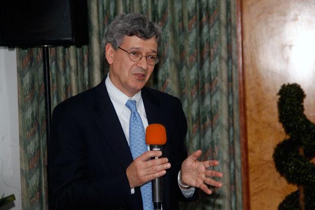 RAUL  KARZ, Directeur de recherches en business Stratégie à la Colombia School