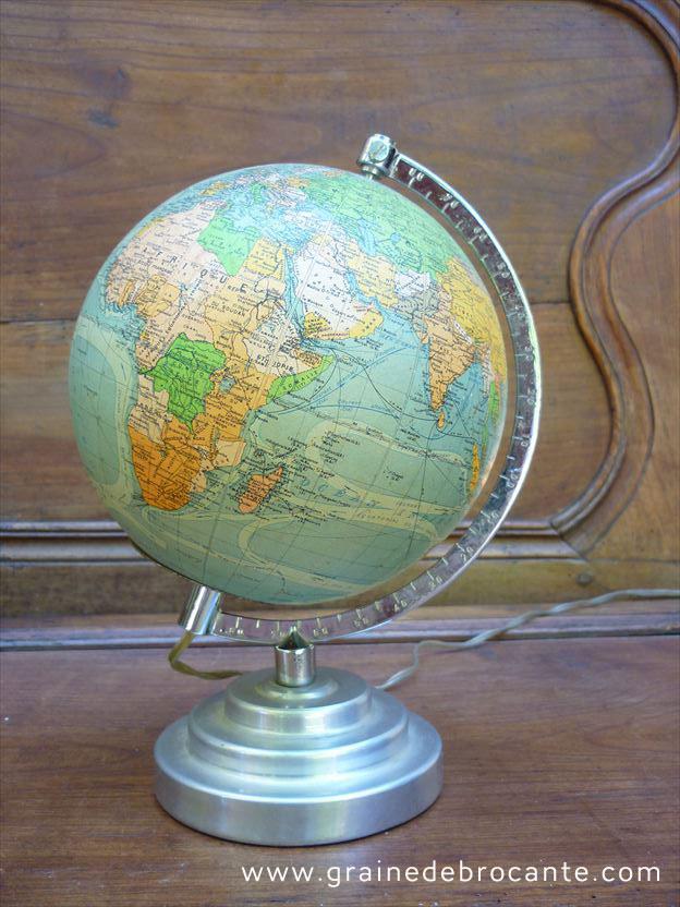 Globe terrestre ancien Perrina