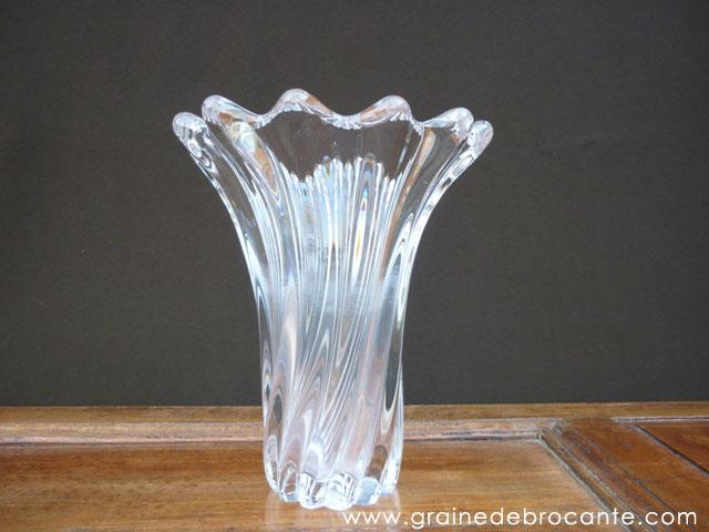 Vase en cristal en forme de corolle