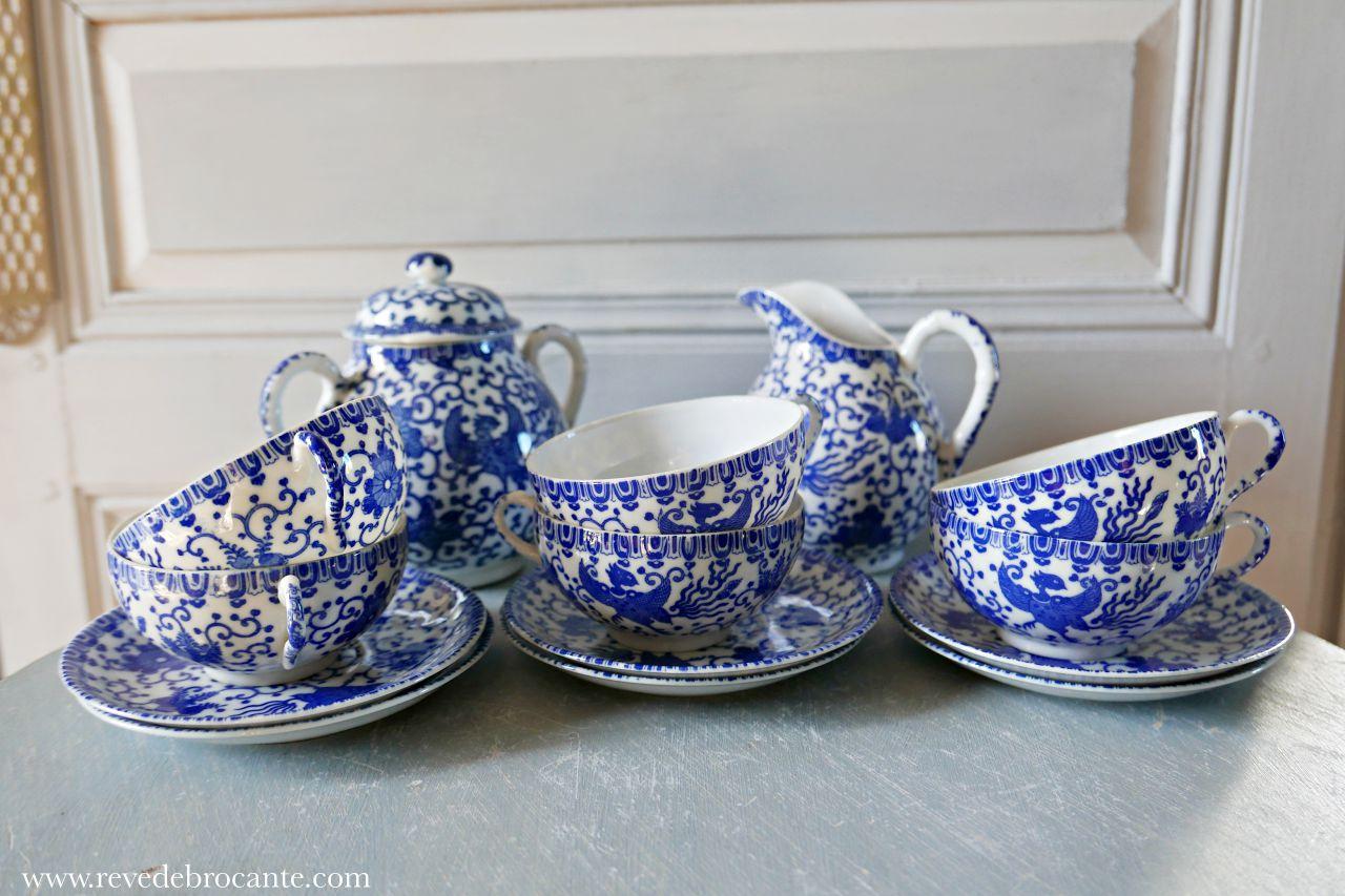 Service  th japonais bleu et blanc  Rve de Brocante