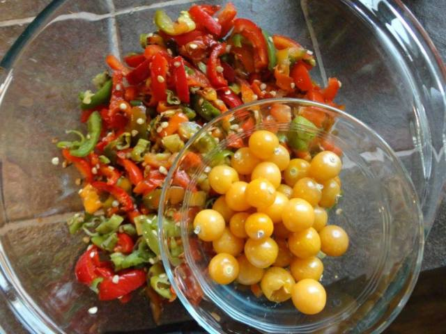 sliced peppers and golden berries