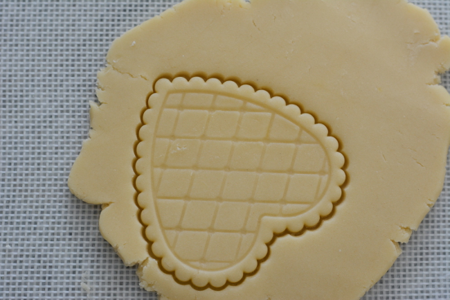 cookie cutting butter cookies. Choco Leibniz and Petit écolier don't have to be just a special treat. Make these impressive butter cookies with molded chocolate at home!