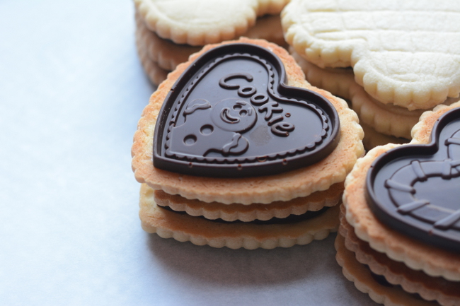 Butter cookies with Molded Chocolate close up. Choco Leibniz and Petit écolier don't have to be just a special treat. Make these impressive butter cookies with molded chocolate at home!