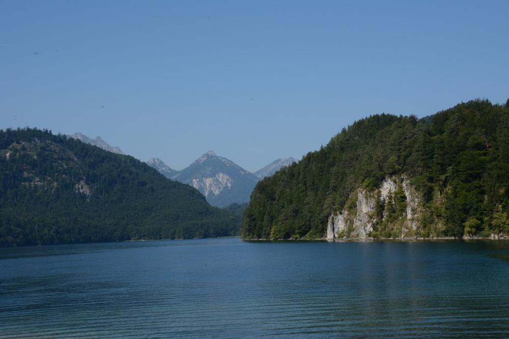 lake at neuschwanstein
