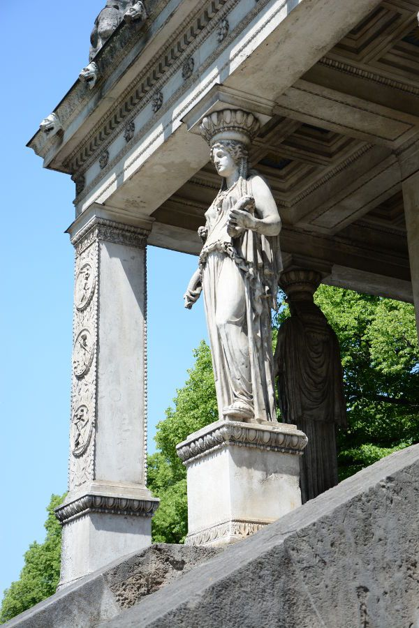 Statue on the temple of the Friedensengel.