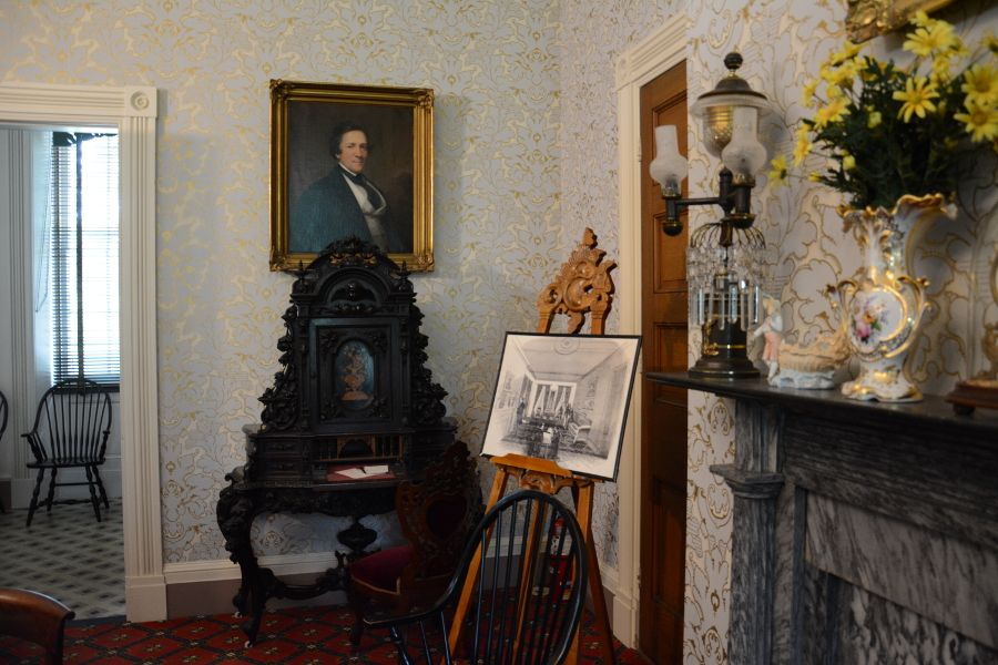 Room with Harriet Lane's writing desk at Wheatland.