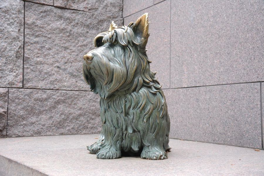 Dog statue at the FDR Memorial in Washington, DC.