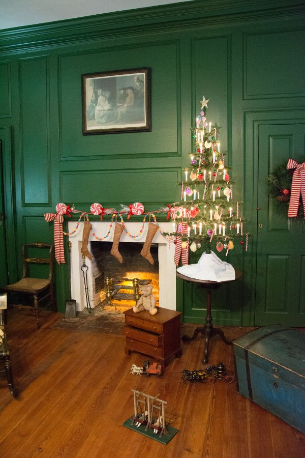 Christmas fireplace in the Wilson-Warner House in Historic Odessa, Delaware.
