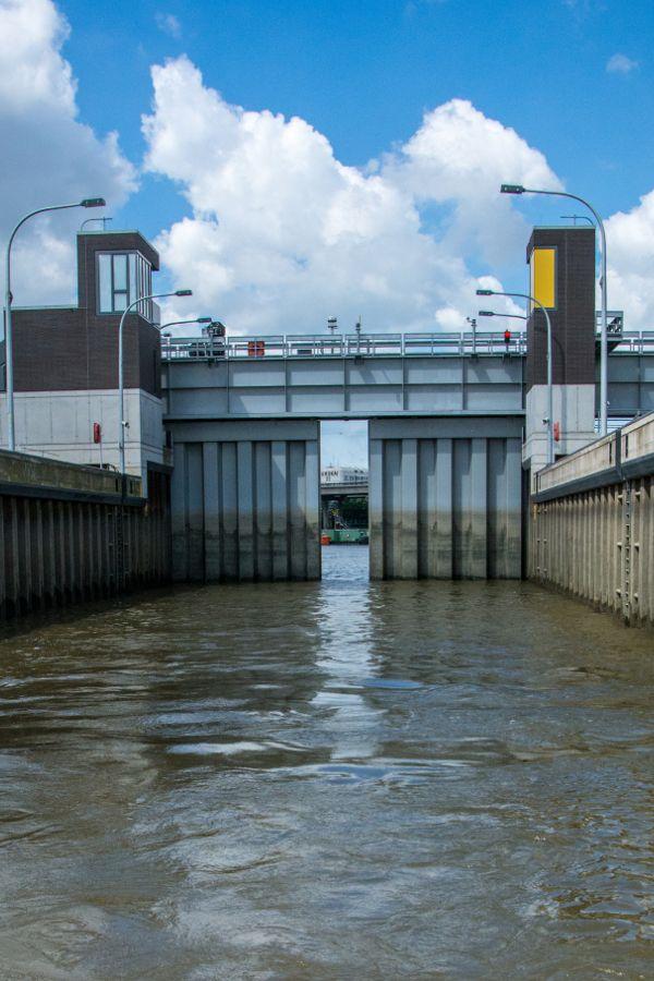 Rugenberg Lock (Rugenberger Schleuse) closing in Hamburg Harbor.