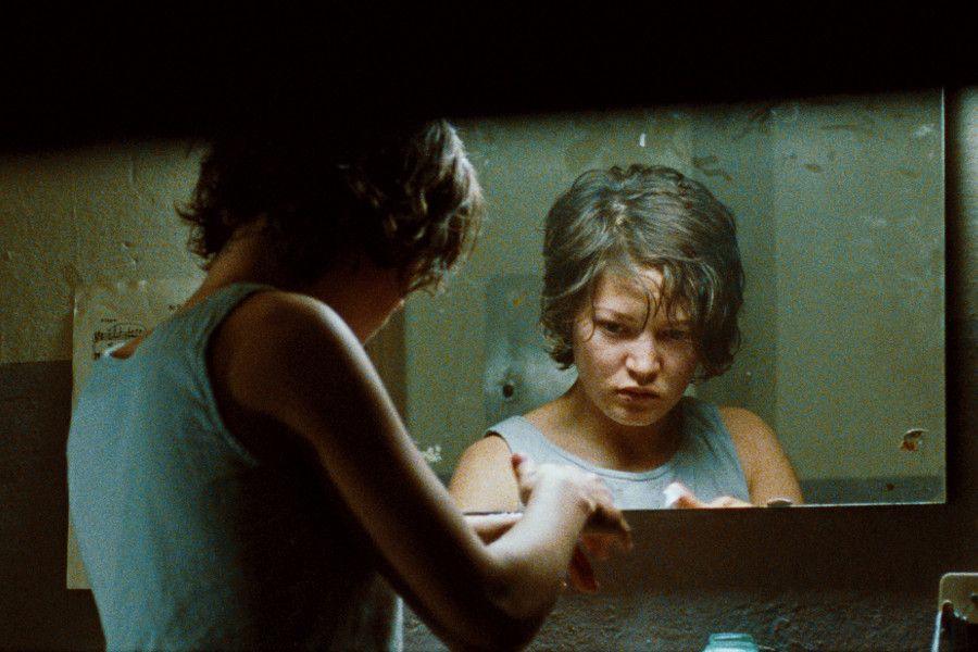 Learn German with the film Vier Minuten starring actress Hannah Herzsprung.