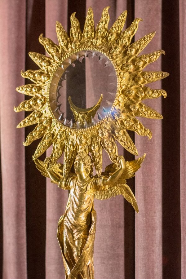 A gold and glass object from the Munich Residenz Schatzkammer.