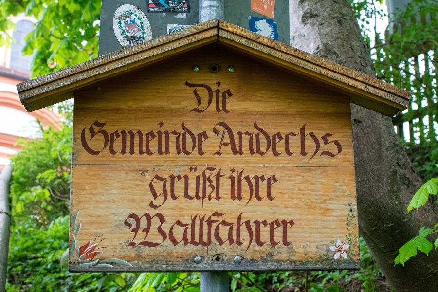 A sign states that the Andechs Parish welcomes pilgrims.