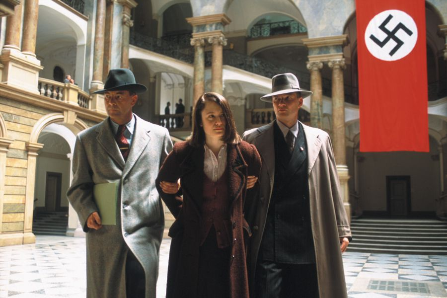 Learn German with the film Sophie Scholl - Die letzten Tage (Sophie Scholl - The Final Days) starring actress Julia Jentsch.