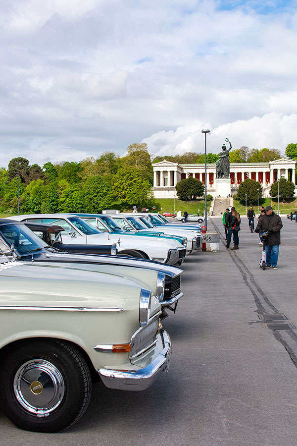 Cars on display before the Bavaria statue as part of the ACM Oldtimer-Treffen with the Munich Frühlingsfest.