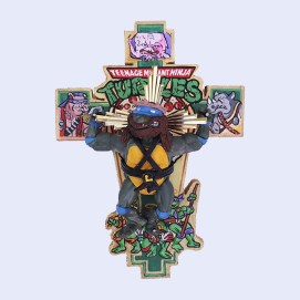 Leonardo (Teenage Mutant Ninja Turtles) original action figure with epoxy putty, on wooden cross, 8.6″x5.9″