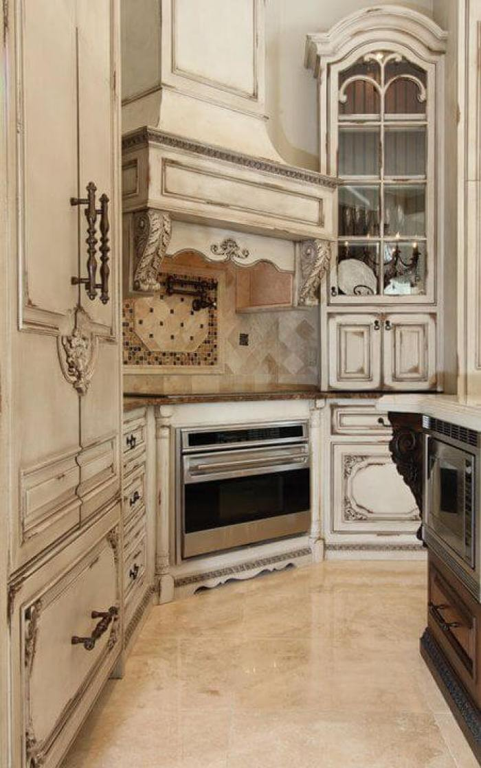 antique style kitchen cabinets 25 antique white kitchen cabinets ideas that your 10674
