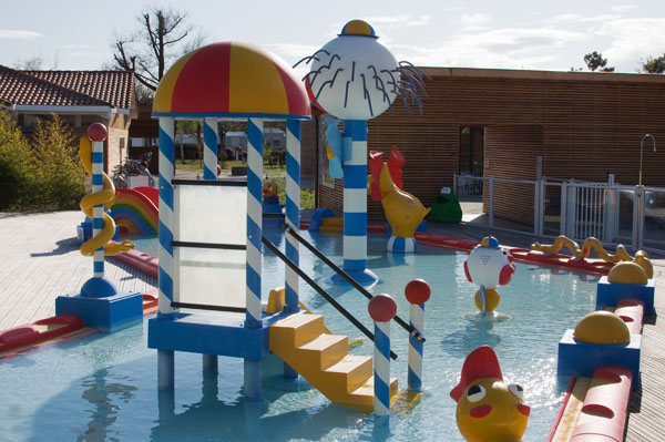 Air de jeux en piscine pour enfants