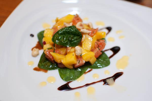 Entrée tartare de saumon mariné mangue