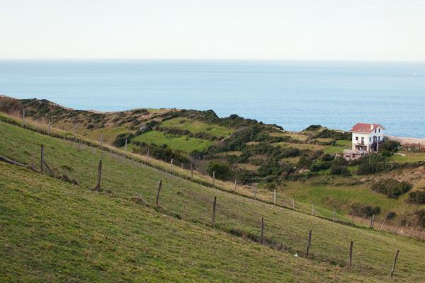 Point de vue sur la côte à Zumaia espagne