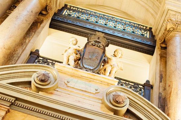 Le Grand escalier du Palais Garnier à Paris