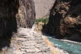 Buddhi Gandaki, les passages de marches inévitables