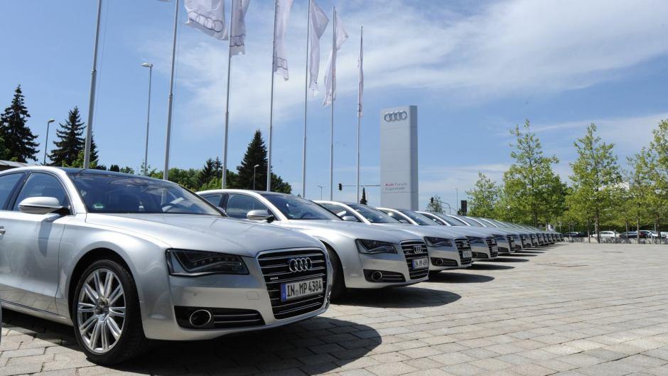 Audi před budovou Audi Fora