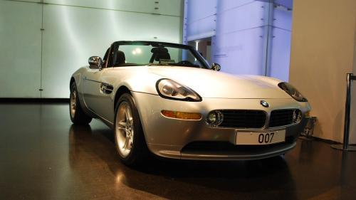 BMW Z8 v budově muzea