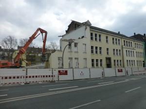 Abriss des ehemaligen Gymnasiums an der Dortmunder Lindemannstraße (Foto: Bernd Berke)