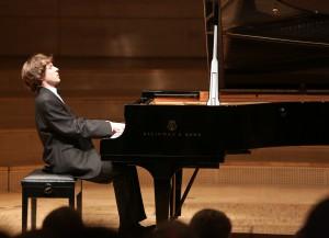 Der Pianist Rafal Blechacz hat den erkrankten Evgeny Kissin würdig vertreten. Foto: Wieler/KFR