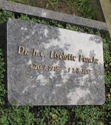 Die Grabplatte von Lieselotte Funcke.