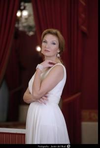 Hochgewachsene Diva: Die Sopranistin Anne Schwanewilms (Foto: Javier del Real)