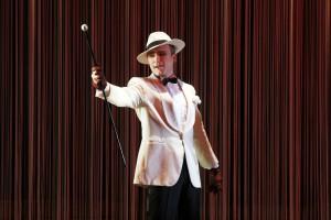 """Eleganter Bohemièn: Johannes Wollrab als Aristide in """"Ball im Savoy"""" in Hagen. Foto: Klaus Lefebvre"""
