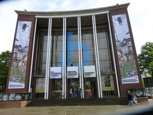 Werden Kinder, die heute die Theater-AG verschmähen, später z. B. ins Bochumer Schauspielhaus (Bild) gehen? (Foto: Bernd Berke)