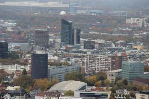 Das Ruhrgebiet von Osten her - Blick vom Florianturm auf die Dortmunder City. (Foto vom 21.10.2012: Bernd Berke)