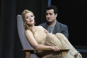 Violetta (Eleonore Marguerre) und Alfredo (Ovidiu Purcel. Foto: Thomas M. Jauk, Stage Picture)