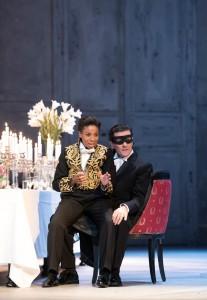 """Christina Clark (Oscar) und Michael Wade Lee (Riccardo) in der Wiederaufnahme von Verdis """"Maskenball"""" am Aalto-Theater in Essen. Foto: Saad Hamza"""
