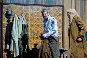 Derek Taylor als Enzo und Petra Schmidt als La Gioconda in der Inszenierung der Oper von Amilcare Ponchielli in Gelsenkirchen. Foto: Thilo Beu