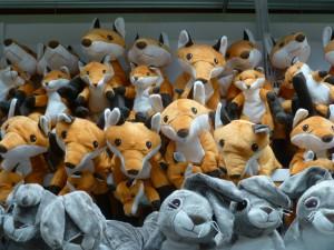 """""""Füchse fressen Frikadellen."""" - Manchmal ziehen sie aber auch arglose Hasen vor - wie hier bei Ikea in Dortmund. (Foto: Bernd Berke)"""
