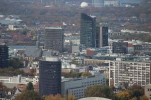 Hand aufs Herz: Einen solchen Städteanblick kann man doch einem Model oder Sternchen nicht zumuten! (Foto, vom Dortmunder Florianturm herab: Bernd Berke)