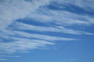 Wir könnte ja auch versuchen, die Wolken zu kämmen... (Foto: Bernd Berke)