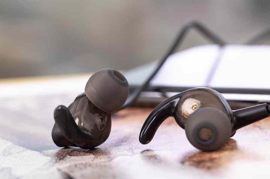 Fone de ouvido Bluetooth intra-auricular.